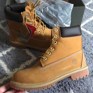 """💕NWT Timberland Classic 6"""" premium boots size 8"""